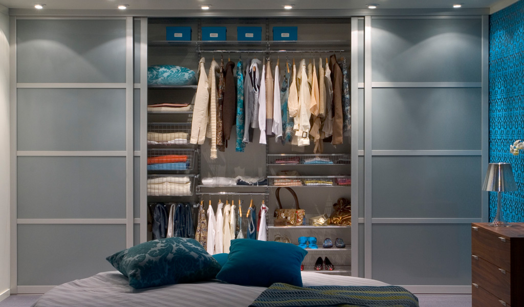 Great Built-In Wardrobe with Sliding Doors 1024 x 600 · 188 kB · jpeg