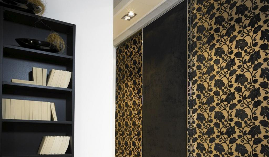 Designer Style Sliding Doors Wardrobe